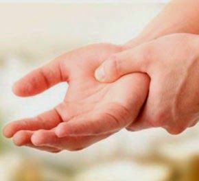 Чому німіють руки? До чого це може призвести?