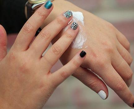 Суха шкіра рук: що робити, причини, лікування