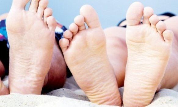 Тріщини на п`ятах: причини, лікування, як лікувати (мазь, крем)