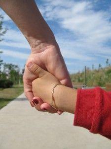 Дружина хоче усиновити дитину